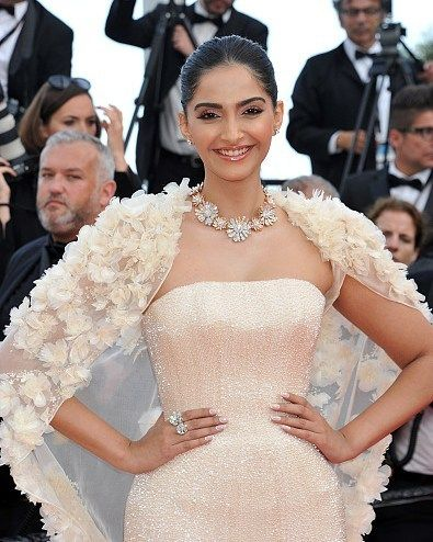 Sonam Kapoor's Look for red carpet of #CannesFilmFestival 2016 final Day.  FAB or DRAB?@BOLLYWOODREPORT  Makeup by  @namratasoni  #bollywood #style #fashion #beauty #bollywoodstyle #bollywoodfashion #indianfashion #celebstyle #sonamkapoor #makeup #loreal #cannes #cannes2016  @BOLLYWOODREPORT  . For more follow #BollywoodScope and visit http://bit.ly/1pb34Kz