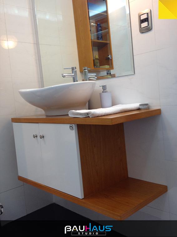 El mueble para lavamanos con el neutral blanco que se for Muebles para lavamanos