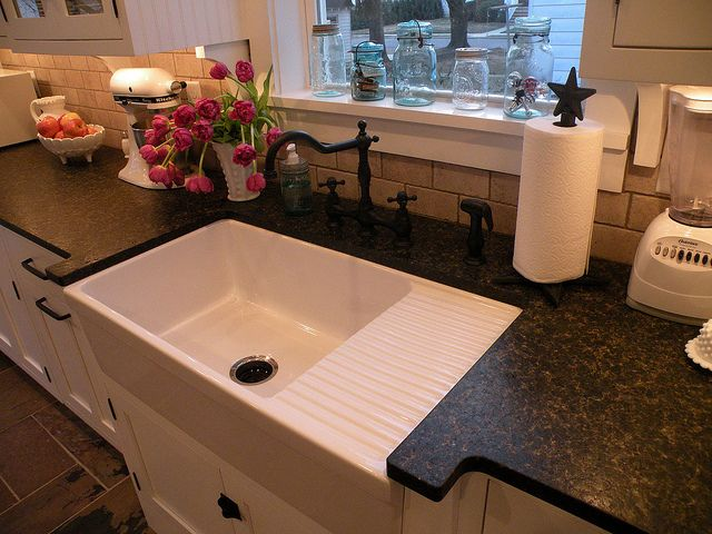 Farmhouse sink with drainboard