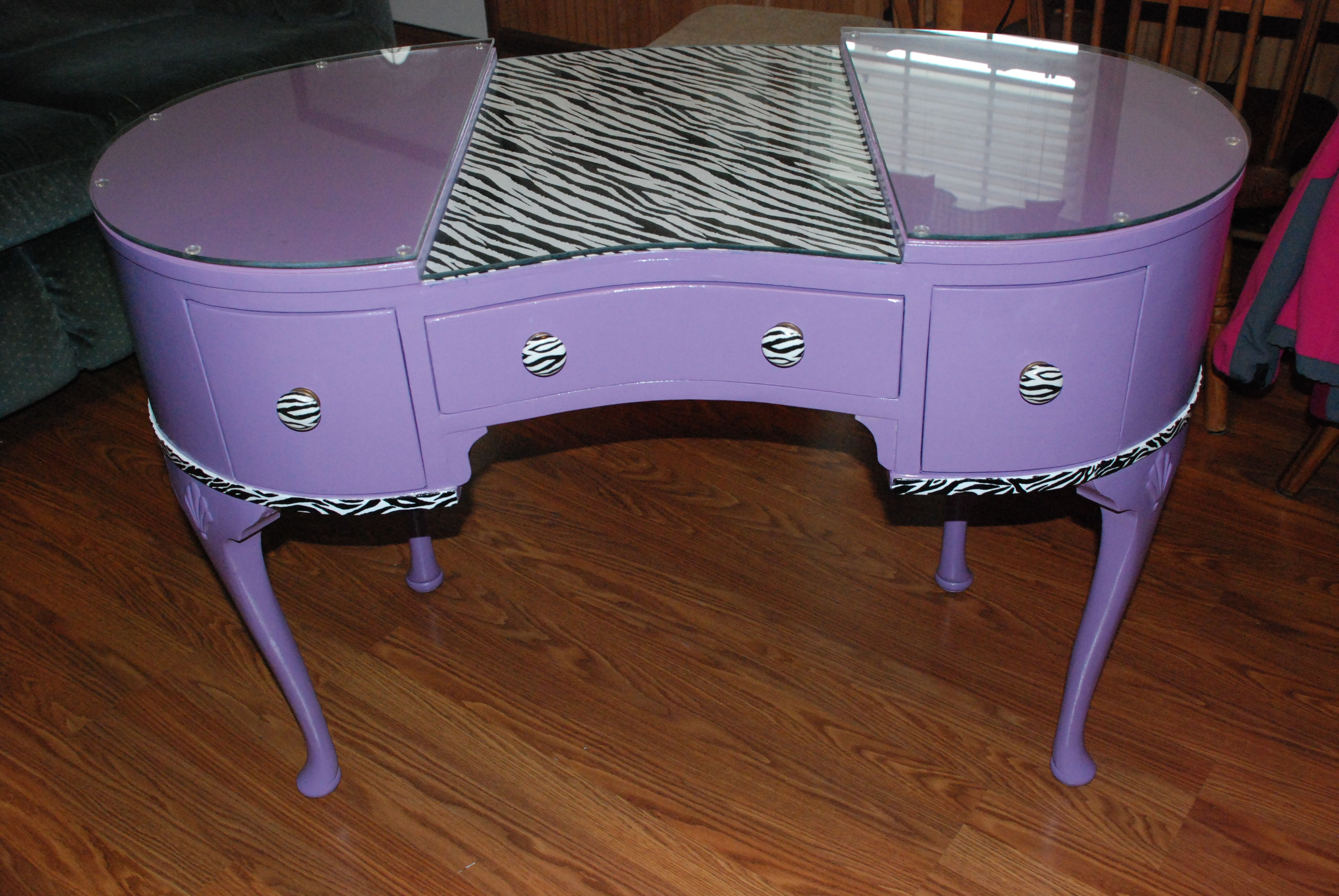 Best 25 manicure table ideas ideas on pinterest nail for Small manicure table