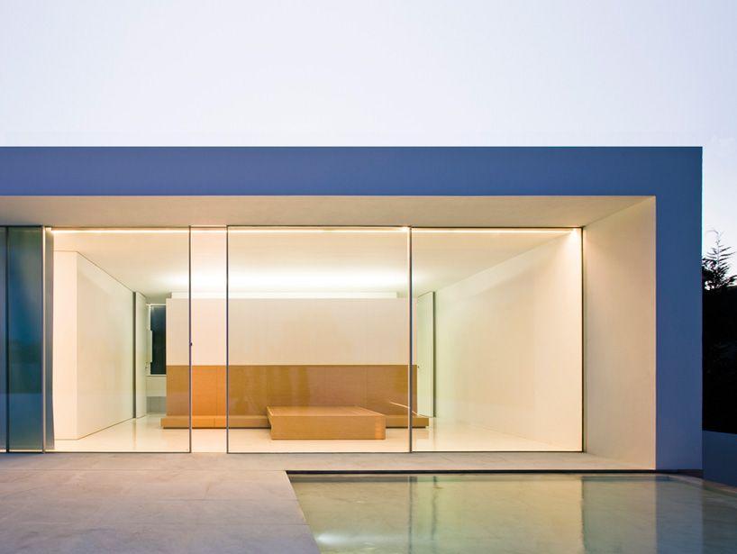 fran silvestre arranges atrium house around external courtyard - designboom | architecture & design magazine
