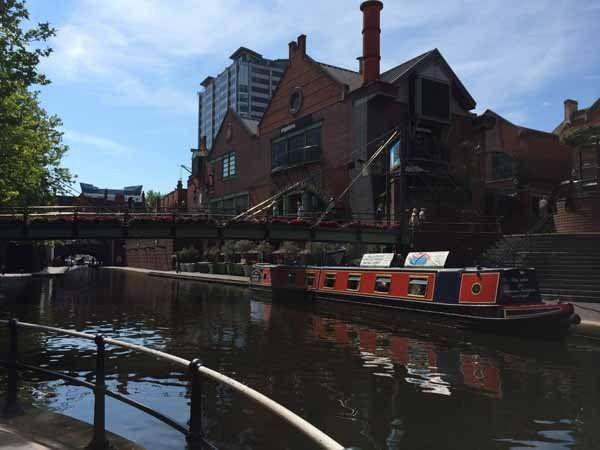 歩く早さと同じペースで進むスロートラベル 『ナローボート癒しの旅』 Britain Park - 英国政府観光庁 -