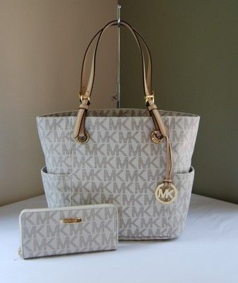 Michael Kors Jet Set Signature Tote Zip Around
