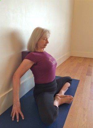 easy yoga workout  shoulder/thoracic reset with block for