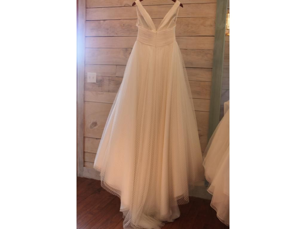 Pre owned wedding dress  Anne Barge Bailey    Antiquity revisitedwedding dresses for a