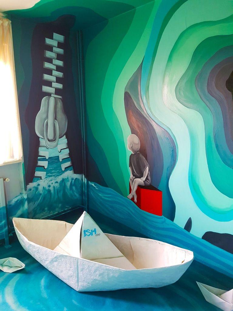 La chambre dish à lhotel 128 de la street art city ish hotel128 streetartcity streetart arturbain graffiti art voyage