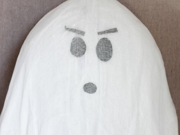 How to Make Hanging Halloween Ghosts