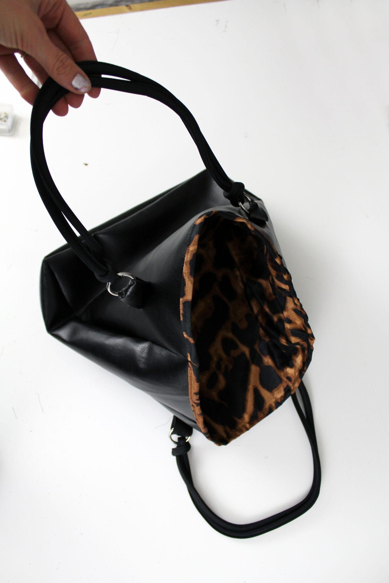 5adb069b6fbd7 How To Make A Leather Bag . DIY Leather Tote Purse