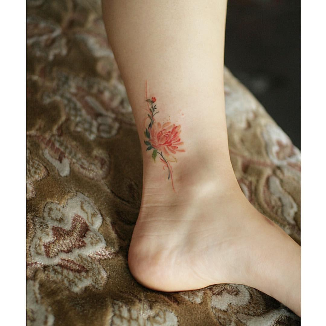 탄생화 국화 . chrysanth 내가 좋아서 올리는 사진 . . #tattoo #flowertattoo #꽃타투 #발목타투 #탄생화타투 #타투이스트 #무하