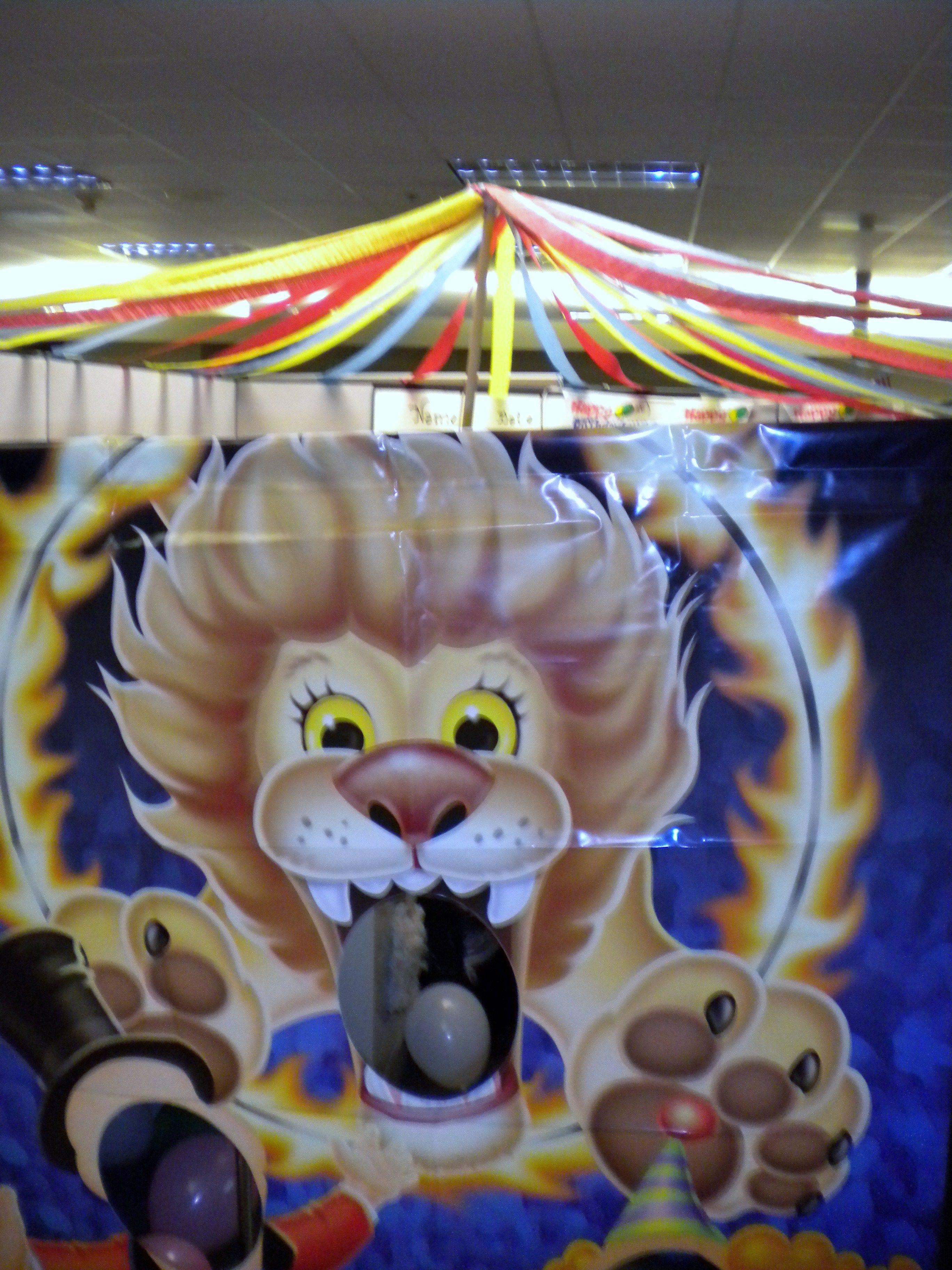 big top circus theme cubicle decorating | cubicle decorating