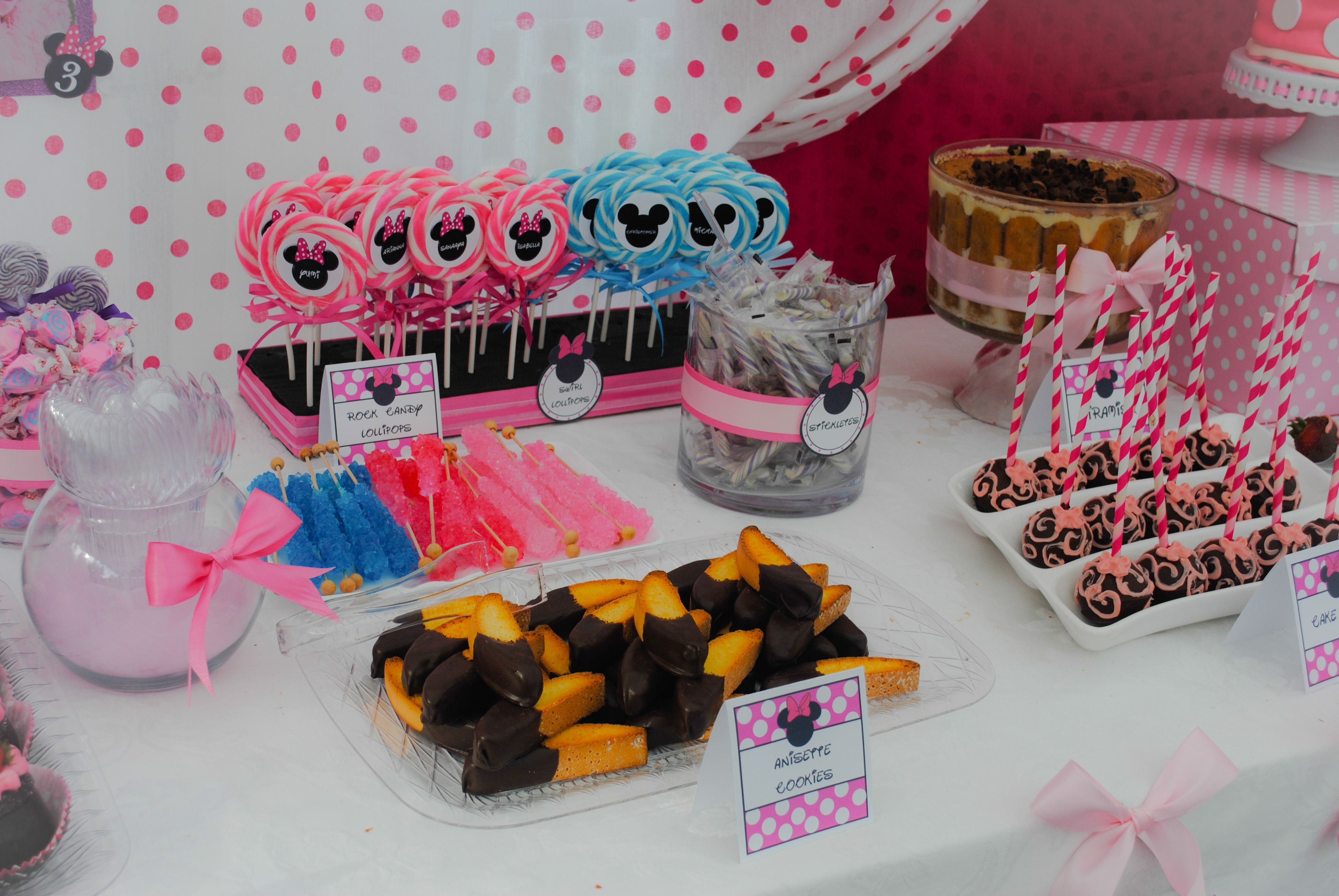Tavolo Minnie ~ Minnie mouse rd birthday party by la chic treat dessert table