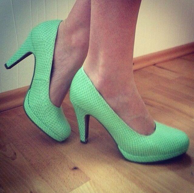 Tamaris green high heels