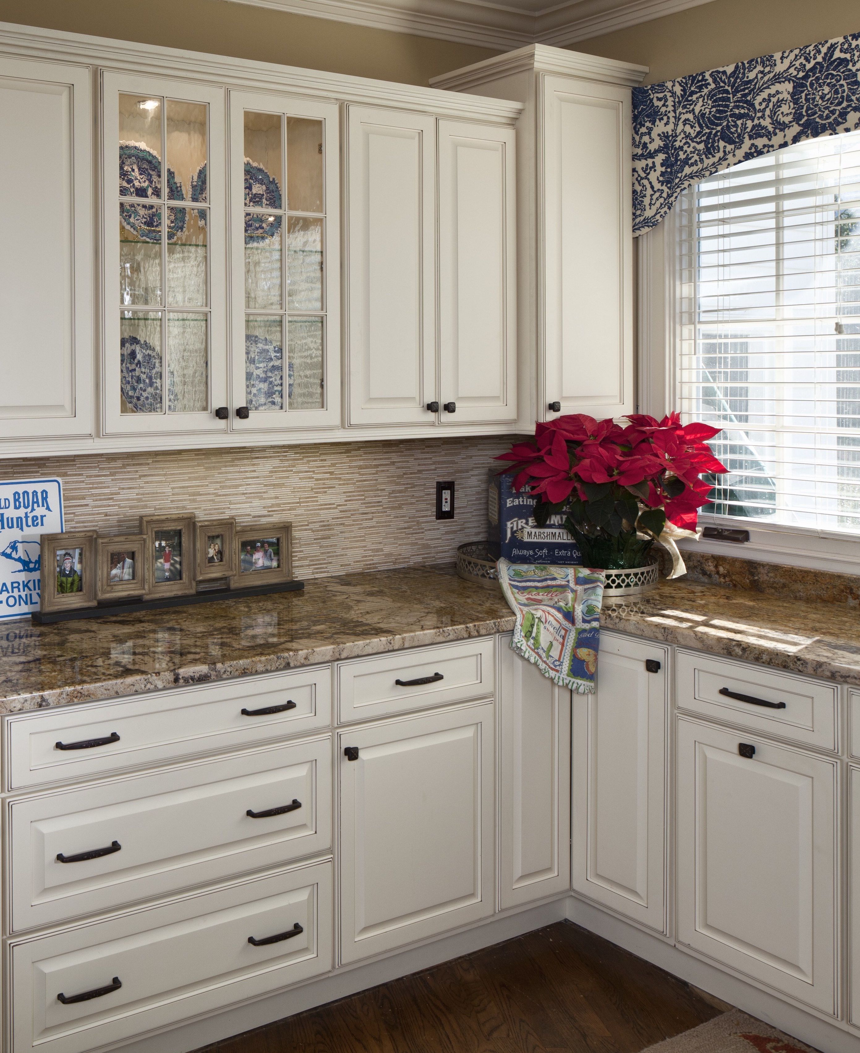 White Kitchen Design With Classic White Cabinets Bronze Hardware And A Marble Counter Country Kitchen White Kitchen Design Home Remodeling