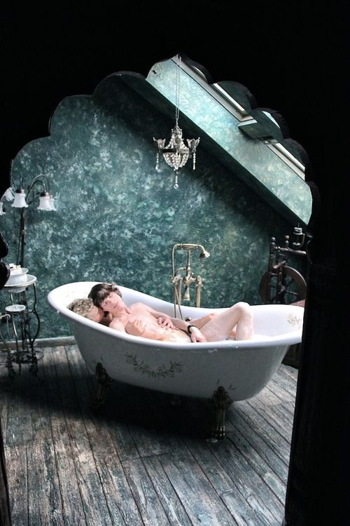 Ahhhhh!  Claw Foot Tubs, Who Doesn't Love Them?