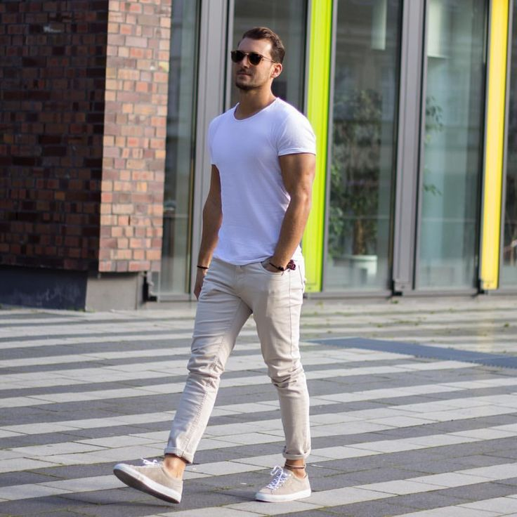 2017年メンズは白無地Tシャツがトレンド