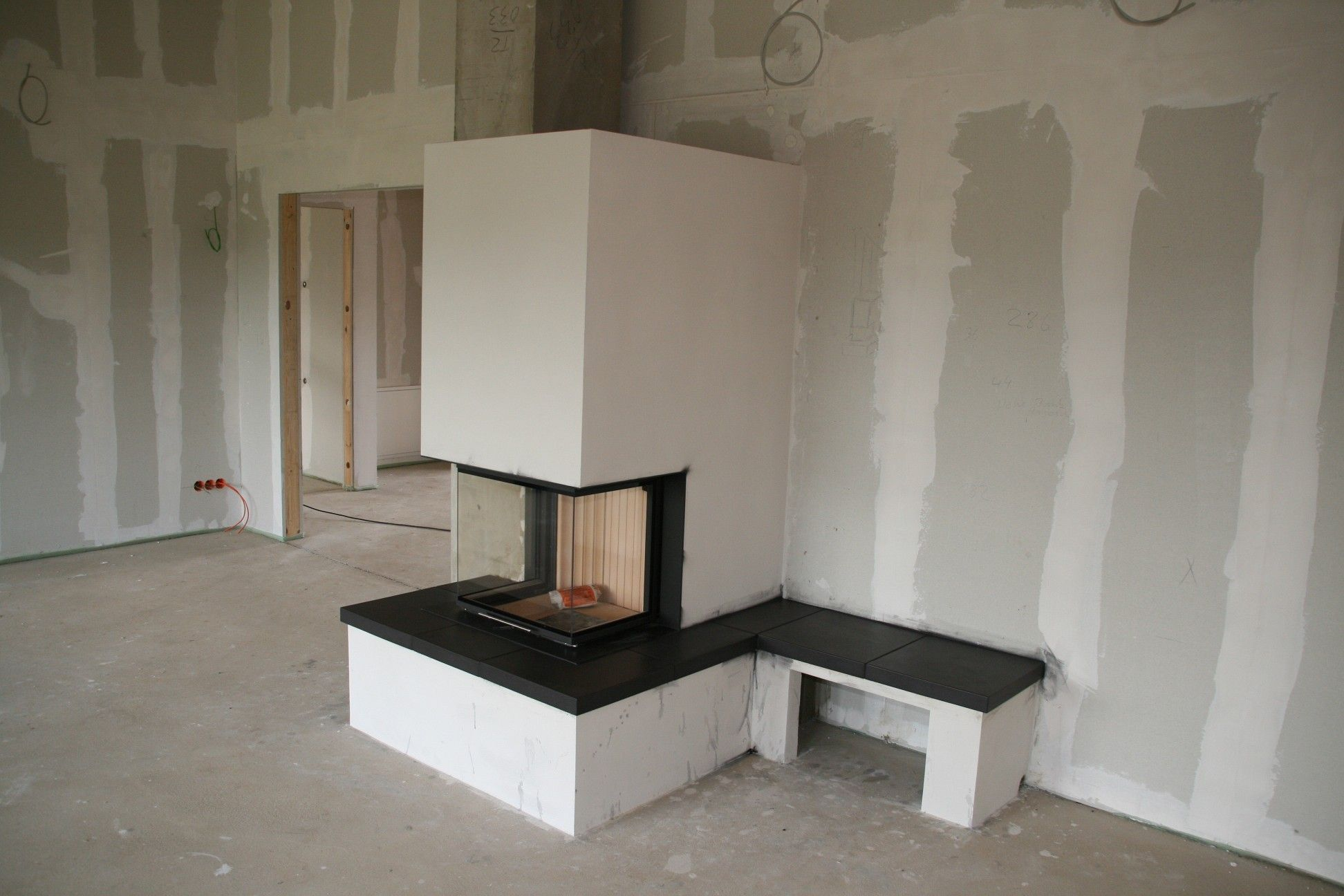 kamin inkl sitzbank bauvorhaben hering schellbach pinterest ofen kamin wohnzimmer und. Black Bedroom Furniture Sets. Home Design Ideas