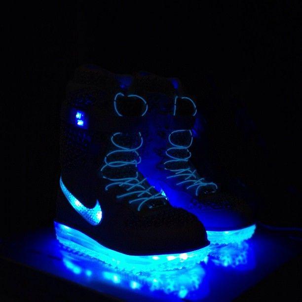 Nike Shoeshine Snowboarding Boots | Snowboarding | Led
