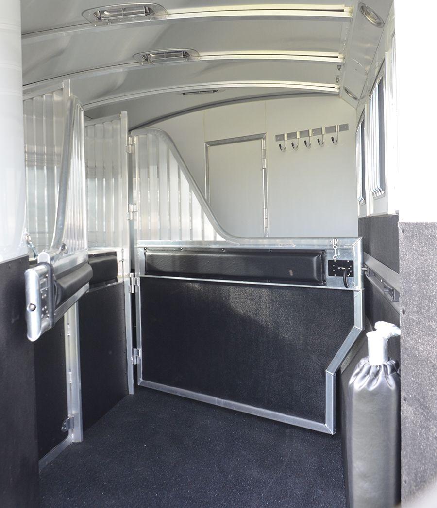 4 Star Deluxe Model 3h Slant 8 Wide With Mangers W E R M Flooring 1st Divider Full To Bottom W Rubber Bot Horse Trailers Stock Trailer Gooseneck Trailer