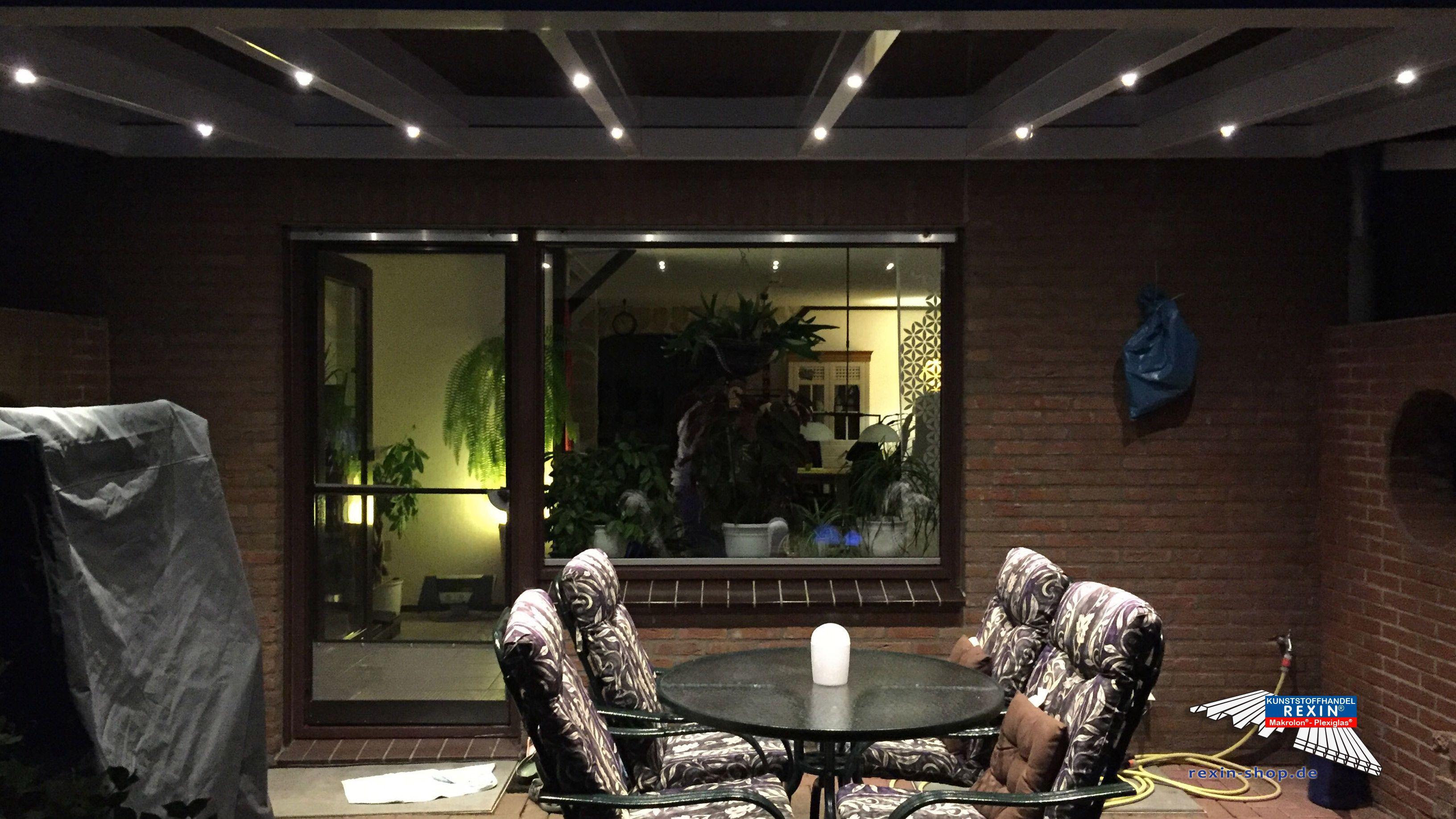 Ideal Ein Alu Terrassendach der Marke REXOpremium Titan mit massiven Makrolonplatten m x m in wei