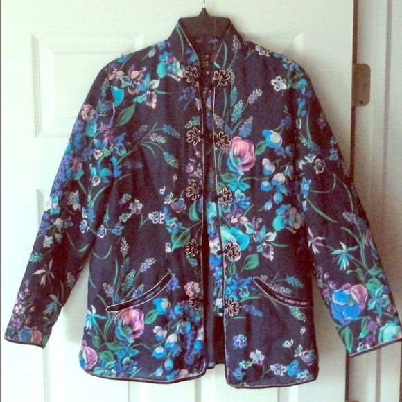 VINTAGE Floral Kimono style Jacket Beautiful Mandarin collared blazer jacket, high quality vintage item with no signs of prior use, very pretty. Has pockets! Only selling because the tag says XL but fits more a M-L. Peony Brand Jackets & Coats