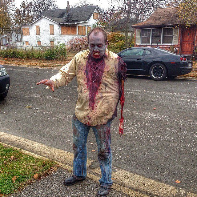 29 spine chilling halloween costumes to diy for scary cheap - Cheap Creepy Halloween Costumes