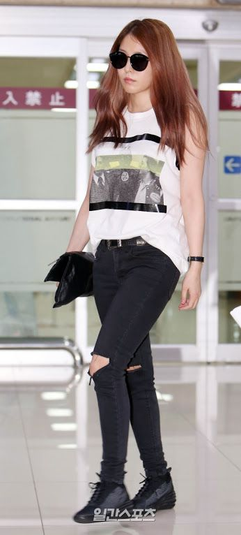 Boa At The Airport One Of The First Generation Kpop Idol Star Black Jeans Fashion Airport Style