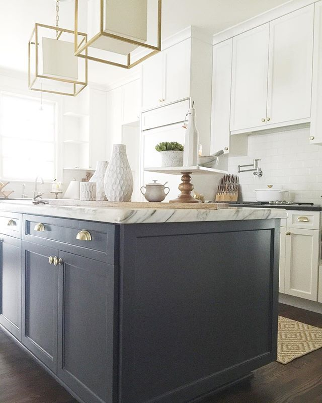 Best Benjamin Moore Cabinets White Dove And Island Cheating 400 x 300