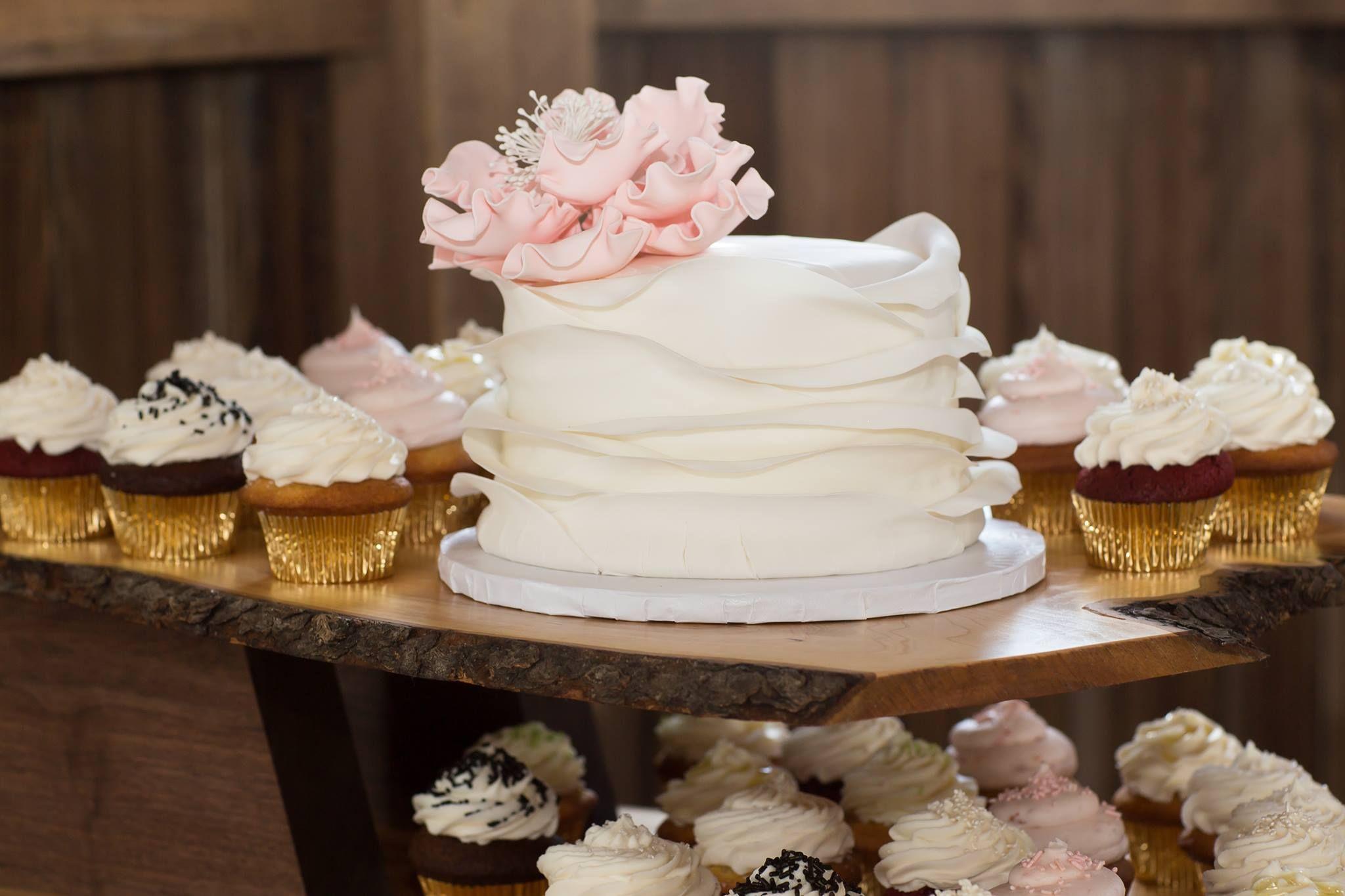 #wedding #weddingcake #weddingphotography #videoexpressproductions