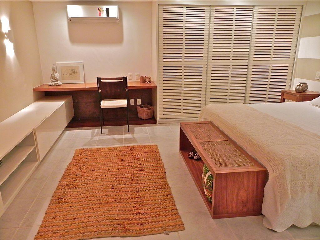 Aparador Leroy Merlyn ~ Visao ampla do quarto, com bancada de trabalho, armario, banco e cama bedroom Pinterest