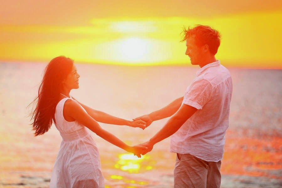 Boyfriend Holding Girlfriend | Romantic Boyfriend ...