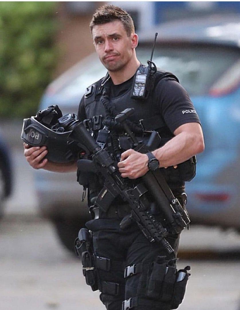 Pin by Buicke on Sexy men in 2019 | Hot cops, Men in uniform
