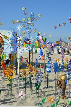 Diy Comment Fabriquer Un Moulin A Vent Avec Des Materiaux Recycles Nous Et Les Minibouts Art Environnemental Comment Fabriquer Un Et Fleur En Plastique