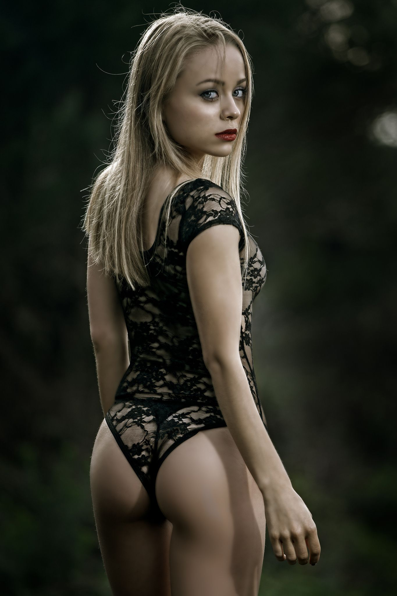 young blonde women naked