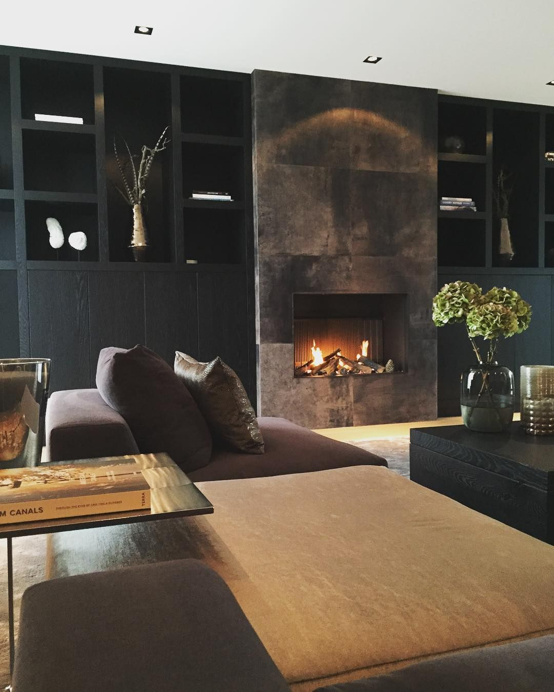 cozy living room with fireplace. 25 Great Tips For An Extra Stylish And Cozy Living Room With Fireplace