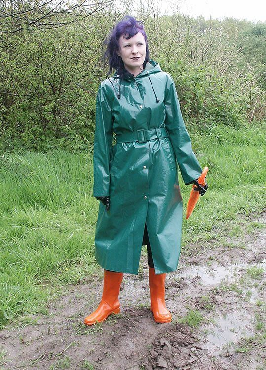 how to wear green raincoat