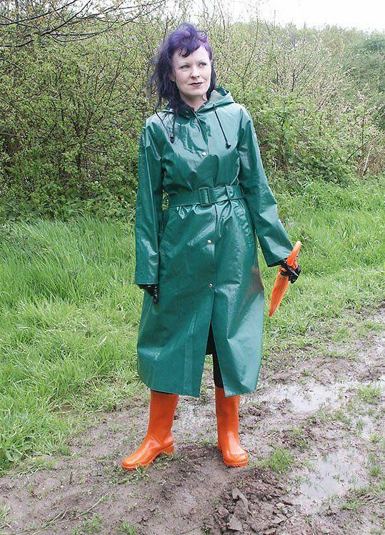 how to wear green raincoat