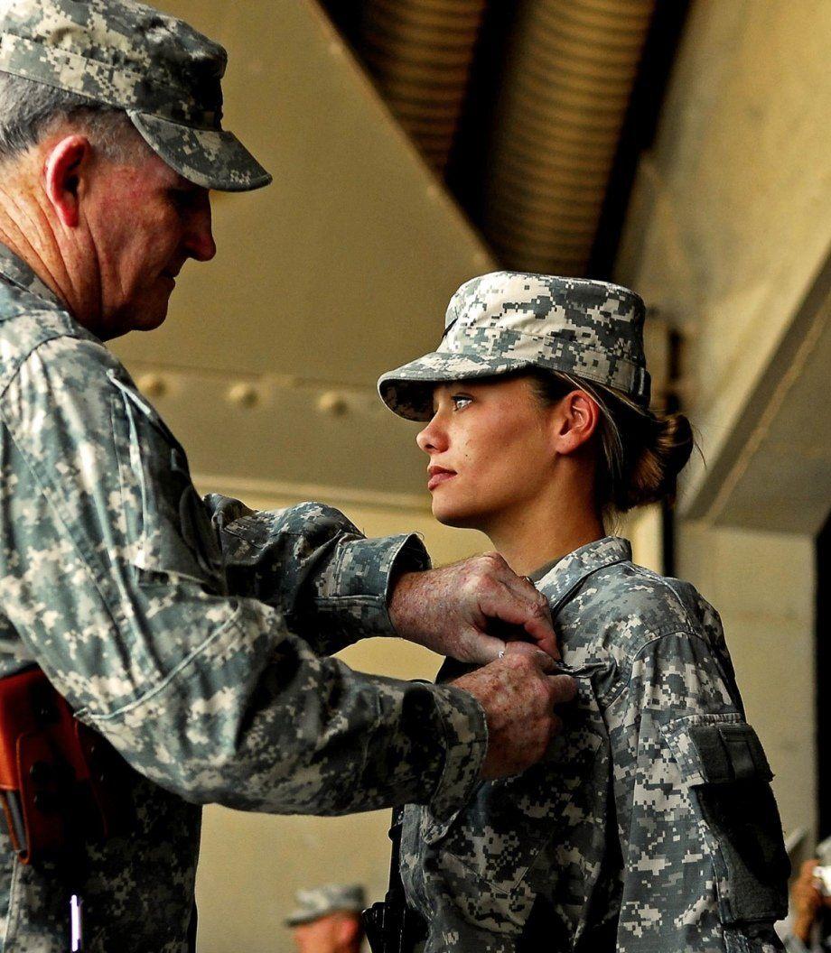 Может ли девушка работа военным работа караганда девушка
