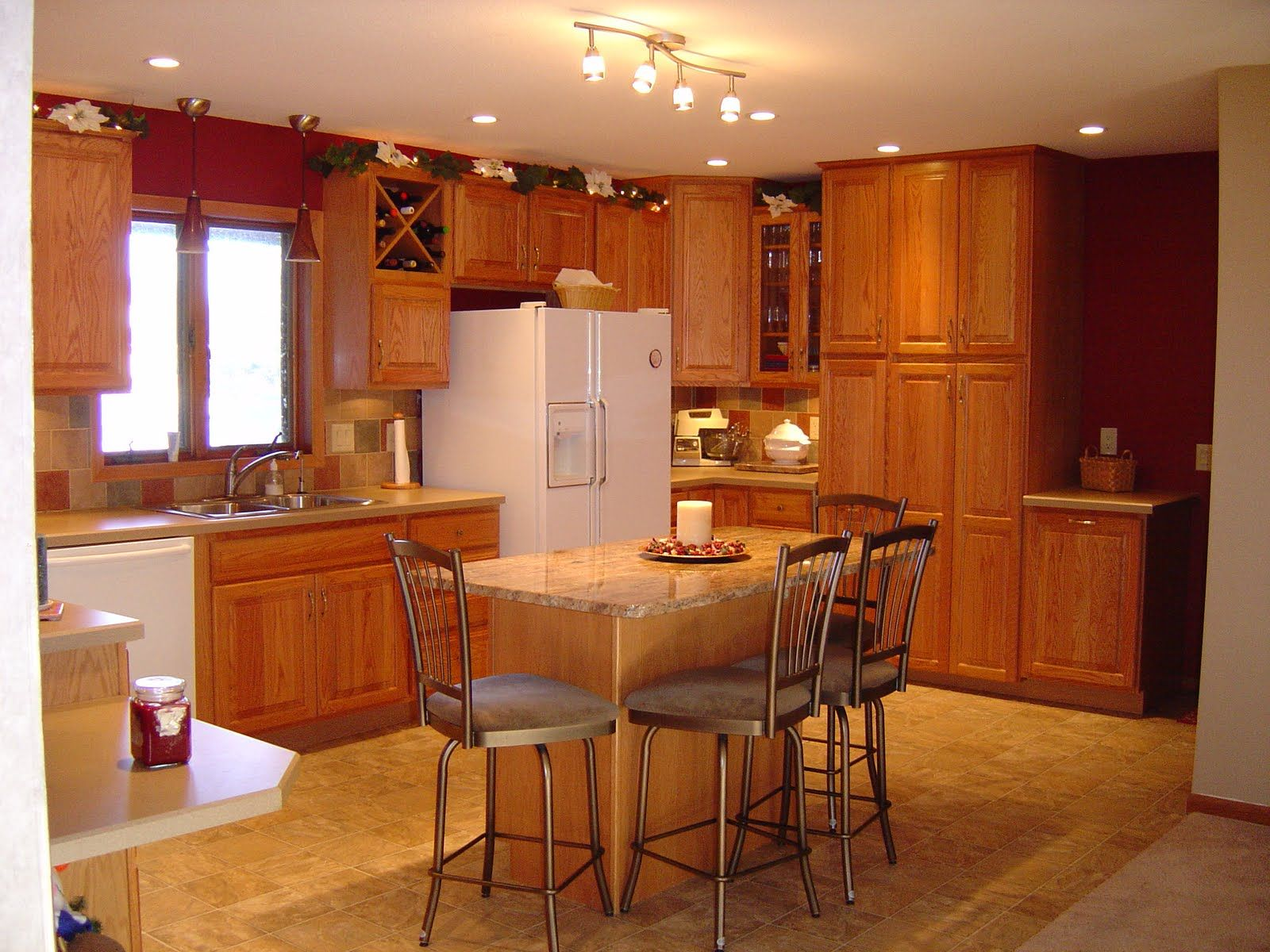 Best Oak Cabinets Chi Cabinets Oak Cabinetry By Kraftmaid 400 x 300