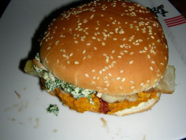 Panino con carote, fagioli e spinaci