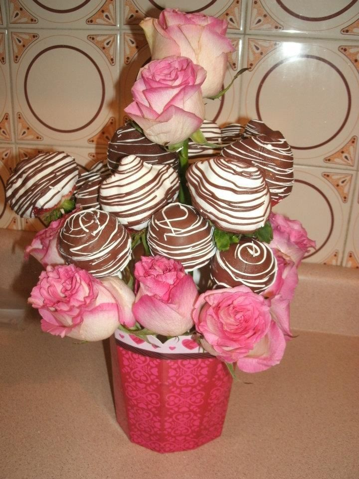 Arreglos de fresas con chocolate cake balls y rosas - Arreglo de flores naturales ...
