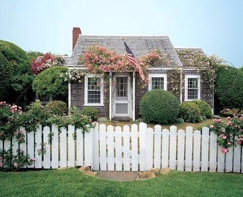 The Nantucket Cottage Decor Style #beachcottagestyle