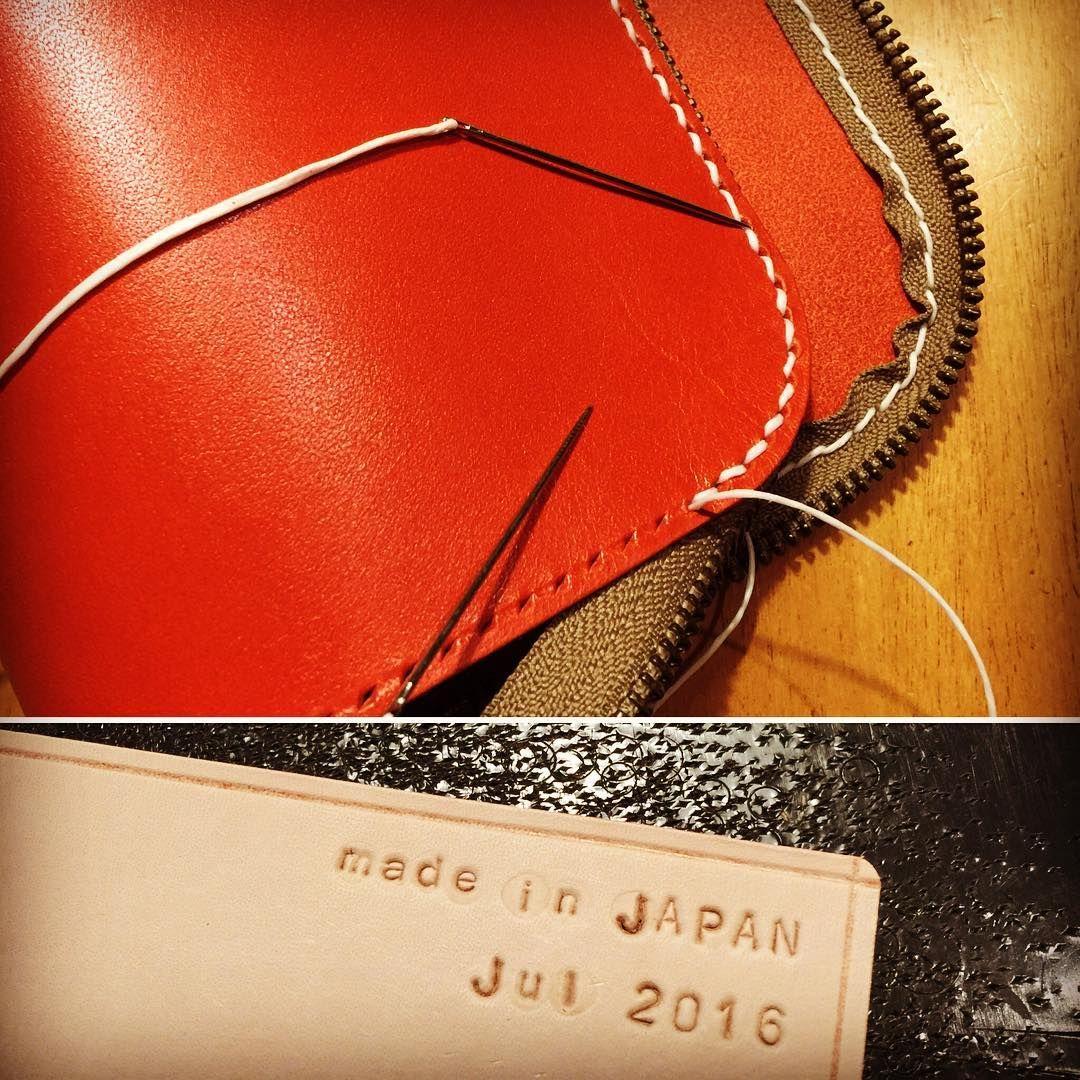 知り合いからのオーダーポーチ。 ファスナーの縫い付け苦手です。 ロゴの刻印苦手です。 裁断、もっと苦手です。 あれ?得意なところはどこ⁈ #革#本革#手縫い#革細工#レザー#レザークラフト#ハンドメイド#革小物#革ポーチ