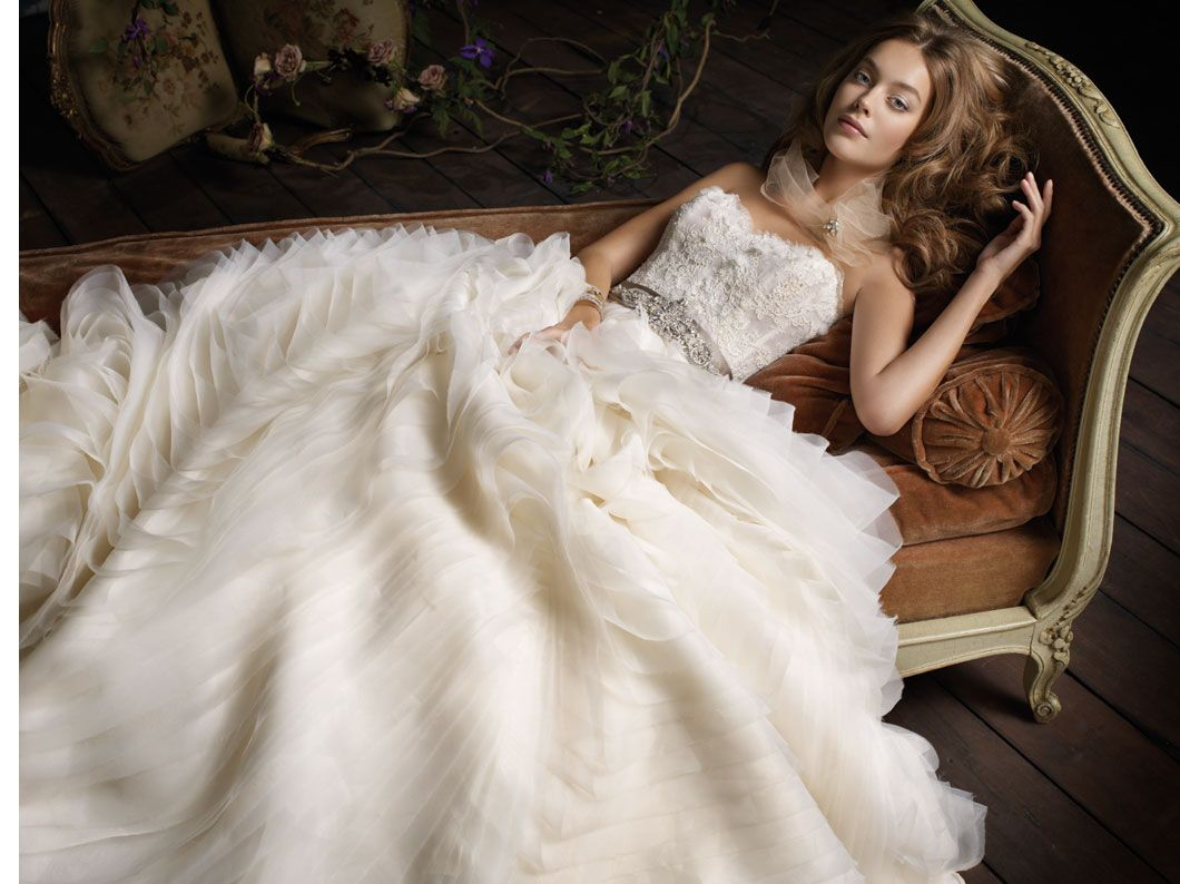 top 10 most popular wedding dress designers