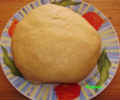 Ingredienti:  350 gr di farina(se necessario aggiungerne un altro pò)  125 gr di zucchero  100 gr di burro morbido  2 uova intere  1 bustina di lievito  scorza grattugiata di un limone.
