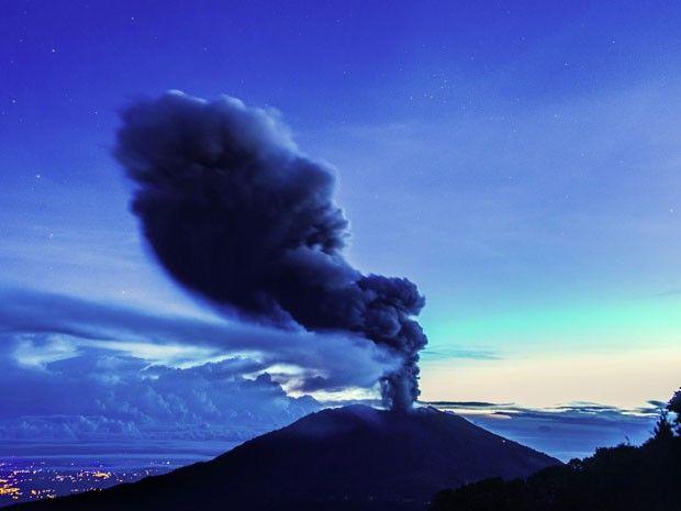 O vulcão Turrialba, que fica na província de Cartago, na Costa Rica (Foto: Ezequiel Ibecerra/AFP)