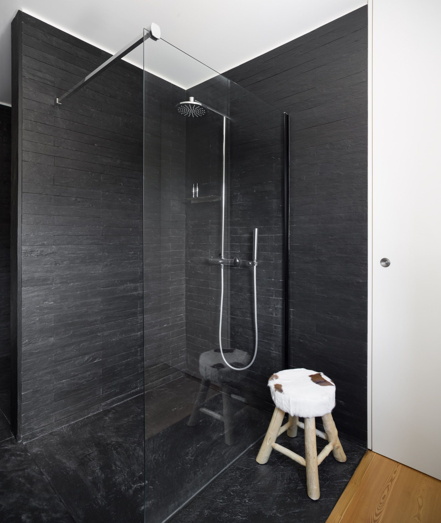 ↣ #Showers with #stone walls To bring top quality and a truly ...