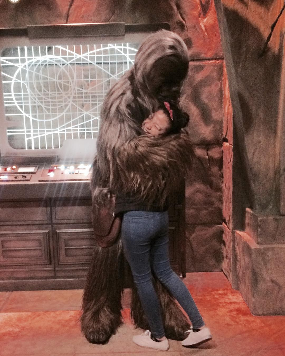 Twas nice meeting you and thank you for the tight hug. I almost died tho. #tinyproblems  #starwars #disneyland #chewy #chewbacca #wookiee by jheliecruz
