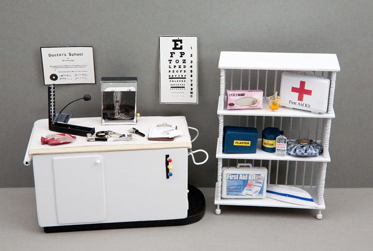 A Teeny Doctors Office complete with Medical Supplies - Amazing! Good Sam Showcase of Miniatures: At the Show - Accessories