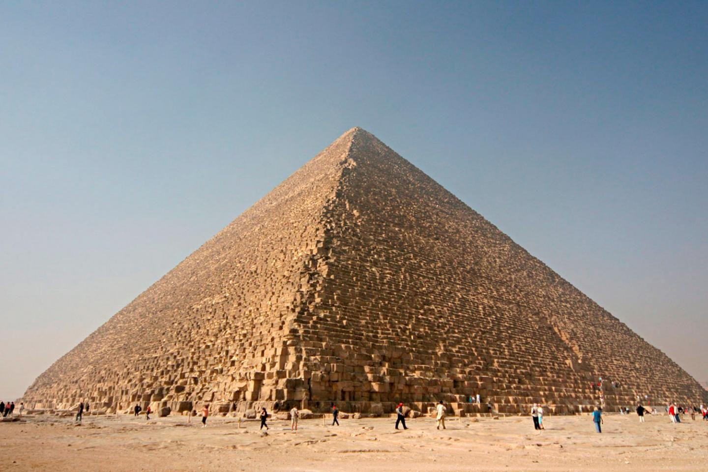 De egyptiske pyramidene har blitt undersøkt på alle bauer og kanter med moderne teknologi for å avsløre de siste hemmelighetene som måtte finnes der. Og de siste skanningene viser at den største av pyramidene skjuler to ukjente rom.