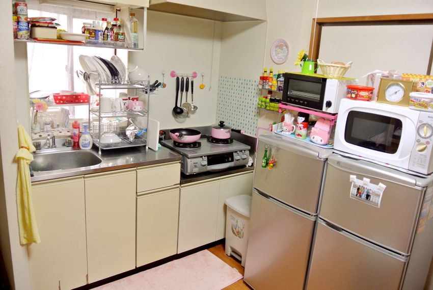 japanese kitchen. i love the three decker dish rack and the small